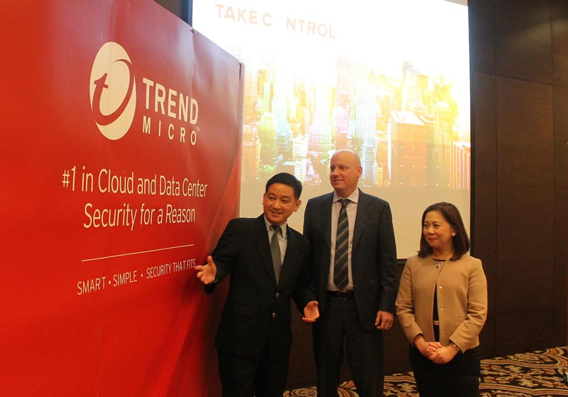 Andreas Kagawa, Country Manager, Trend Micro Indonesia (kiri)